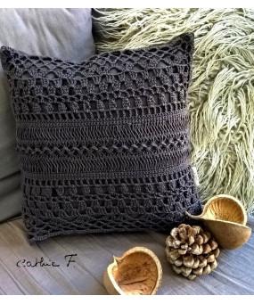 Coussin crochet gris foncé...